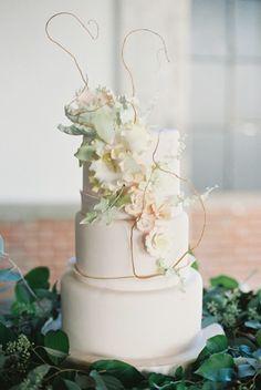 Romantic White Cake | Soft, Romantic and Elegant Wedding Ideas