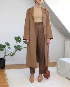Nadire Atas on Exquisite Camel Coats Image of Max Mara alpaca coat Autumn Look, Camel Coat Outfit, Beige Outfit, Look Fashion, Korean Fashion, Autumn Fashion, Classy Fashion, Modest Fashion, Fashion Outfits