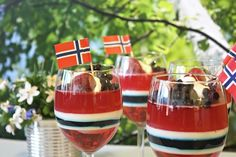 17.mai gelé-dessert Public Holidays, Holidays And Events, 17. Mai, Norwegian Food, Norwegian Recipes, Norway National Day, Panna Cotta, Constitution Day, Fika