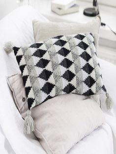 Kirjoneuletyynynpäällinen Novita 7 Veljestä ja 7 Veljestä Nostalgia | Novita knits