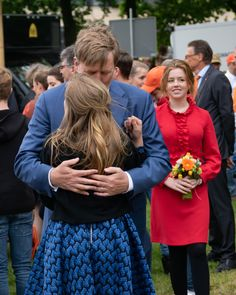Dad the King with his youngest Princess Arianne on Kingsday 2019 (King Willem-Alexander's 52 birthday) in Amersfoort Dutch Princess, Prince And Princess, Little Princess, Royal Families Of Europe, Kingdom Of The Netherlands, Kings Day, Dutch Royalty, Three Daughters, Pose