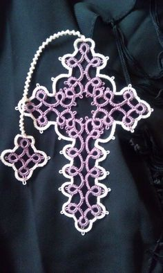 Taming Roses: Tatted Cross - tatting with visual patterns