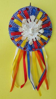 Fika a Dika - Por um Mundo Melhor: Divino Espírito Santo em CDs Felt Flower Bouquet, Felt Flowers, Pot Holders, Dream Catcher, Sewing Projects, Banner, Diy Crafts, Quilts, Crochet