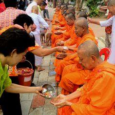 Songkran Day Songkran Thai, Laos, Vietnam, Thai Decor, Buddha, Songkran Festival, Thailand Photos, World Pictures, Thailand Travel