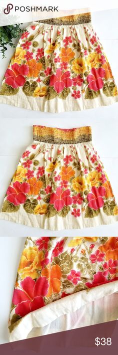 Free People Floral Skirt Flirty floral dress in a cotton/linen mix. Lined, elastic waistband.  In excellent Like New condition. Free People Skirts