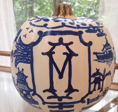 Chinoiserie Chic Pumpkin :: Halloween Fall Decorating in with Blue and White Chinoiserie Chic Pumpkin :: Halloween Fall Decorating in with Blue and White Source by decoratedhouse Fall Pumpkins, Halloween Pumpkins, Fall Halloween, Velvet Pumpkins, White Pumpkins, Halloween Crafts, Halloween Ideas, Happy Halloween, Pumpkin Crafts