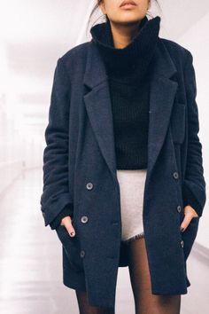 Most gorgeous trench coat jacket + oversized black turtleneck » Fall style