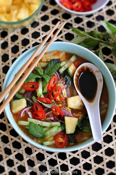 To Food with Love: Penang Assam Laksa- Malaysian Malaysian Cuisine, Malaysian Food, Malaysian Recipes, Asian Recipes, Healthy Recipes, Ethnic Recipes, Asian Desserts, Entree Recipes, Healthy Food