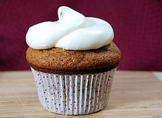 Gingersnap Cupcakes with Vanilla Cream Cheese Frosting