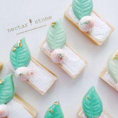 White + minty green wedding color inspiration | Nectar and Stone instagram @nectarandstone