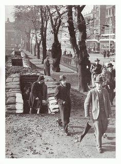 People leaving a bomb shelter in Princes Street Gardens in Edinburgh during WWII, Old Town Edinburgh, Edinburgh Scotland, London History, British History, Uk History, History Photos, Old Pictures, Old Photos, Vintage Photos