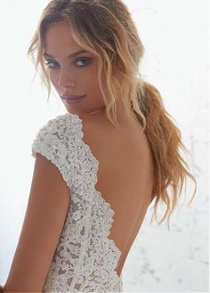 Buy discount Junoesque Tulle & Organza V-neck Neckline Mermaid Wedding Dress With Beaded Lace Appliques at Laurenbridal.com
