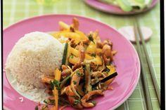 Kijk wat een lekker recept ik heb gevonden op Allerhande! Roergebakken groenten met kipfilet en rijst