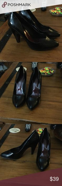 """Jessica Simpson Heels Jessica Simpson 4""""heels. Black color. Alligator type print. Very nice. Used a couple of times. Make me an offer!  Thank you for looking! Jessica Simpson Shoes Heels"""