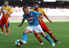 Player of SSC Napoli Emanuele Giaccherini vies with Benevento Calcio player Danilo Cataldi during the Serie A match between SSC Napoli and Benevento Calcio at Stadio San Paolo on September 17, 2017 in Naples, Italy.