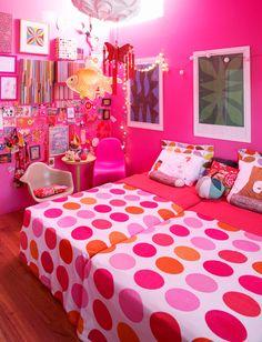 This happy, vibrant bedroom belongs to Lana & Scarlet.