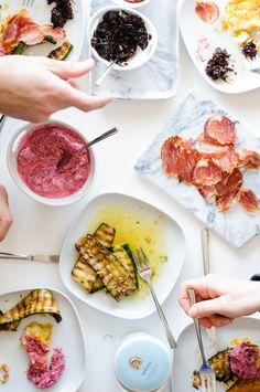 farinata di ceci, rote beete dip, gegrillte knoblauch zucchini und vier herzensrezepte