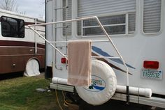 Clothes drying rack - the hubby could handle making this Travel Trailer Organization, Camping Organization, Camping Life, Camping Hacks, Motorhome, Travel Trailer Remodel, Clothes Drying Racks, Camper Storage, Rv Campers