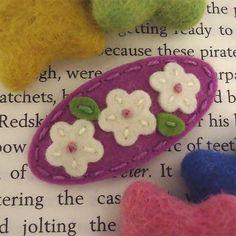NO SLIP Wool felt hair clip -Triple daisy (cream) -mini -orchid