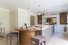 This Luxury Bespoke Kitchen in Hadley Wood is a stunning example of the traditional joinery techniques and workmanship by Humphrey Munson. Inframe Kitchen, Kitchen Worktop, Kitchen Cabinet Design, Modern Kitchen Design, Kitchen Countertops, Kitchen Interior, Kitchen Ideas, Bespoke Kitchens, Luxury Kitchens
