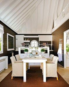 Uma Bela Casa em Marbella-sala de jantar e cozinha ao fundo
