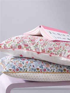 sweet little pillows with liberty of london fabric could make a nice housewarming or baby gift. Liberty Quilt, Liberty Betsy, Motif Liberty, Liberty Of London Fabric, Liberty Fabric, Textiles, Textile Prints, Floral Prints, Sewing Crafts