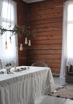 Oikein hyvää joulun aikaa kaikille! Terveiset täältä maalta, vanhasta koulusta. Saatiin keittiö suurinpiirtein valmiiksi joulua varten...