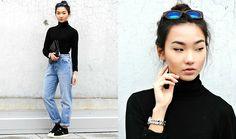 Konstanzia Lechler - H&M Sweater, Zara Jeans, Adidas Sneakers - 90's