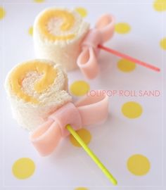 Lollipop sandwiches would make the perfect bento box accompaniment! Made from bread and cheese rolled up, then secured with toothpick and a ham bow! Cute Food, Good Food, Yummy Food, Boite A Lunch, Tea Sandwiches, Baby Shower Sandwiches, Food Decoration, Food Humor, Creative Food