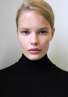 Alena Blohm, Dark Skin Models, Model Polaroids, Portrait Poses, Beauty Portrait, German Women, Natural Blondes, Blonde Model, Model Face