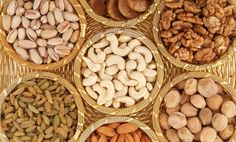 How to Buy Dry Fruits Online? It is no secret that dry fruits are store houses of essential nutrients and energy. It is easily one of the best snacking options available in the modern world. Dry Fruit Box, Dried Fruit, Fresh Fruit, Dry Fruits Names, Fruit Names, Happy Diwali, Top 10 Healthy Foods, Healthy Recipes, Healthy Weight