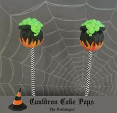 Cauldron Cake Pops make great treats for your Halloween party. Halloween Desserts, Halloween Cake Pops, Halloween Appetizers, Halloween Treats, Halloween Party, Spooky Treats, Halloween Table, Fall Treats, Freaky Memes