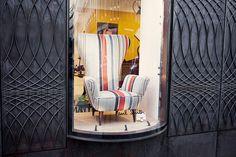 Кресло в витрине