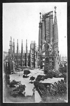 La Sagrada Familia i les Escoles Provisionals, Barcelona, anys 20