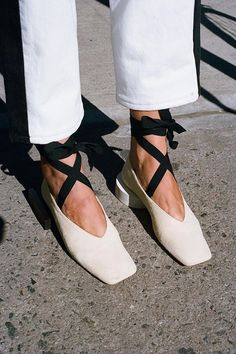 """Ballet"" shoes I can get on board with. Very regal. Fab Shoes, Sock Shoes, Me Too Shoes, Shoe Boots, Head Scarf Styles, Beige, Designer Shoes, Fashion Accessories, Footwear"