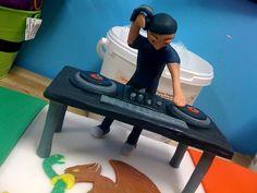Record Cake, Dj Cake, Pasta Flexible, Cold Porcelain, Birthday Cakes, Baddies, Cake Ideas, Arts And Crafts, Cupcakes