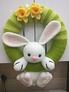63 Wzór pozyskany z www. Rabbit and daffodils on a wreath [Free Pattern] These Little Easter Bunnies Are So Cute, It Is Impossible To Pick A Fave! 63 The design obtained from www. Crochet Bunny Pattern, Easter Crochet Patterns, Crochet Patterns Amigurumi, Crochet Dolls, Holiday Crochet, Crochet Gifts, Diy Crochet, Crochet Wreath, Crochet Decoration
