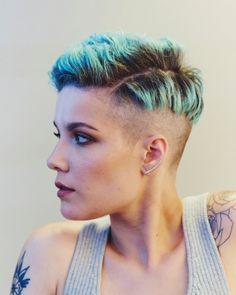 Halsey for New York Times. Halsey Short Hair, Short Blue Hair, Short Punk Hair, Short Hair Cuts, Short Hair Styles, Plaits Hairstyles, Pixie Hairstyles, Haircuts, Pelo Pixie