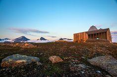jarmund/vigsnaes arkitekter shapes rabot tourist cabin in norway