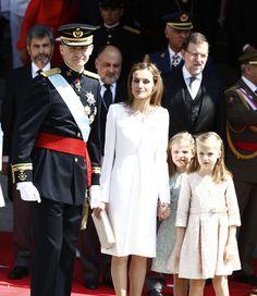 Felipe VI et Letizia d'Espagne montent sur le trône à Madrid, ce jeudi 19 juin 2014. Après l'abdication de Juan Carlos, le prince et la princesse des Asturies deviennent roi et reine d'Espagne.