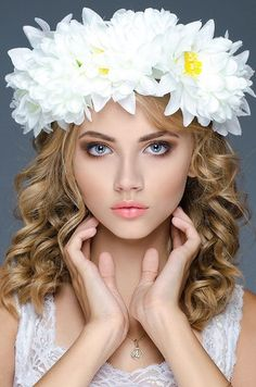 MuaPh is a magazine devoted to beauty photos, to works of make-up artists, stylists and photographers from all over the world. Flower Girl Photos, Girls With Flowers, Floral Headdress, Flower Headpiece, Photo Portrait, Face Photography, Beautiful Little Girls, Floral Fashion, Woman Face