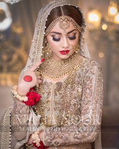 Beauty at its peak😍😍😍😍 alizeyshah Pakistani Wedding Outfits, Pakistani Wedding Dresses, Bridal Outfits, Indian Outfits, Beautiful Bridal Makeup, Bridal Beauty, Pakistani Bridal Makeup, Bridal Hijab, Indian Bridal Photos