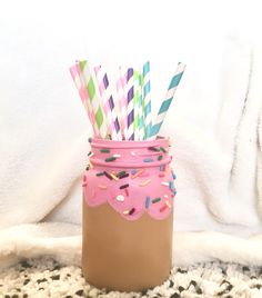 Cute mason jar(s) for a sprinkles/ice cream/donut birthday party. Mason jar centerpieces are perfect for first birthday parties and baby sprinkles. I'm definitely using a few a these for my daughter's first birthday! Wine Bottle Crafts, Mason Jar Crafts, Mason Jar Diy, Donut Birthday Parties, Birthday Party Themes, Baby Birthday, Princess Birthday, Ice Cream Mason Jars, Diy Hanging Shelves