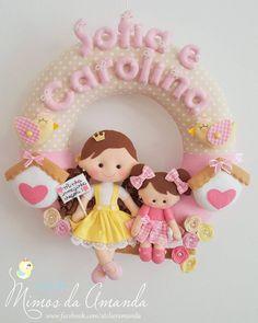 """""""Guirlanda para porta maternidade das irmãzinhas Sofia e Carolina   Inspiração: @mimos_da_laura {Agenda fechada }"""""""