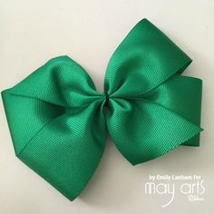 Learn how to make a beautiful bow using online ribbon from May Arts Ribbon! How To Tie Ribbon, Diy Ribbon, How To Make Bows, Ribbon Bows, Ribbon Crafts, Making Hair Bows, Diy Hair Bows, Bow Making, Wholesale Ribbon