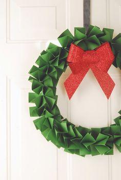 Corona de papel / Paper wreath « La Factoría Plástica