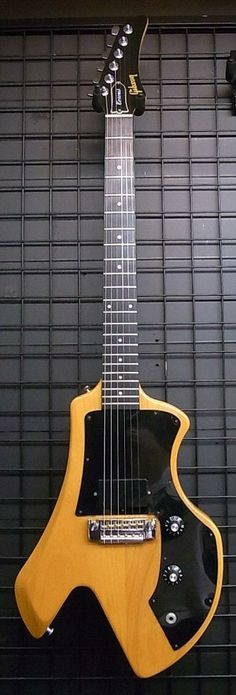 Gibson Corvas I Natural. The original versions had a movable pickup fitting allowing the same pup to be in various positions from neck to bridge or anywhere in between.