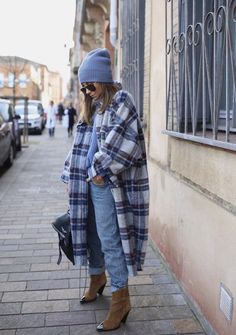 Favorites boots 💙 (Existe en cuir noir ) www. Winter Fashion Outfits, Fall Winter Outfits, Autumn Winter Fashion, Boots Boho, Mein Style, Mode Inspiration, Winter Looks, Mode Outfits, Street Style Women