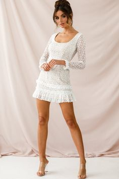Mini Dress Long Sleeve Every girl wants to look chic and smart in this fashion conscious world. In order to look stylish one must wear stylish clothes. Mini dress is nowadays considered to be the m… Frill Dress, Sequin Mini Dress, Chiffon Dress, Lace Dress, White Dress, Dress Red, Dress Long, Prom Dress, Dress Black