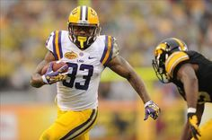 LSU RB Jeremy Hill To Enter NFL Draft- http://getmybuzzup.com/wp-content/uploads/2014/01/242584-thumb.jpg- http://getmybuzzup.com/lsu-rb-jeremy-hill-enter-nfl-draft/- By Glenn Erby  It seems that LSU stud running back Jeremy Hill has had a change of heart. Hill reportedly said he was staying in school, in part to repay the loyalty that Les Miles showed to him earlier this season when Hill was suspended for a bar fight. Hill took to Twitter this morning to...